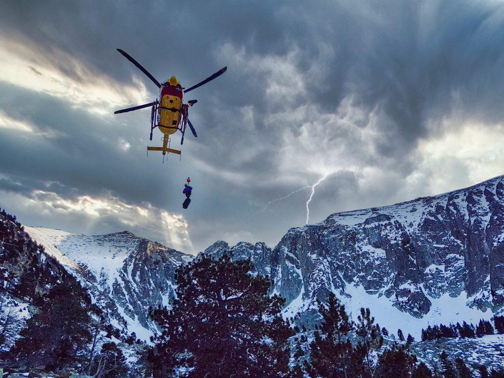 rescate montaña helicóptero 112