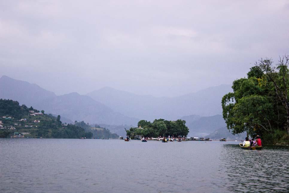 pokhara lago phewa